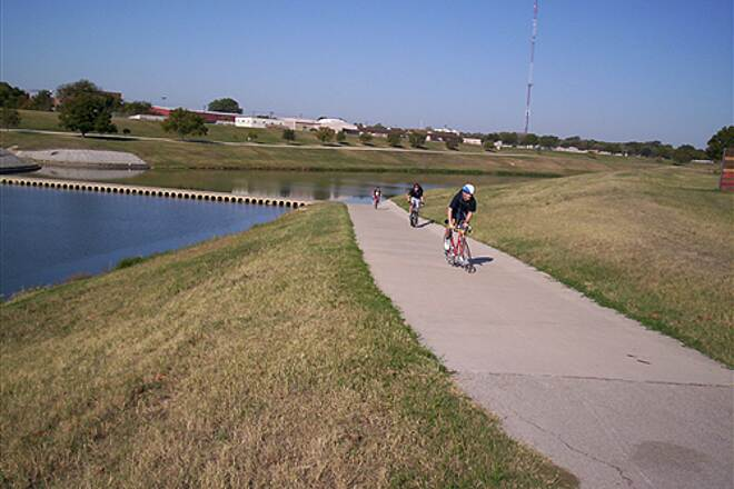 Fort Worth Branch (Trinity River Trails) Fort Worth Trinity Trails Dam Bike Crossing