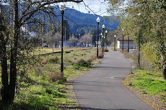 Foss Creek Pathway Healdsburg's pathway Photo courtesy SMART District