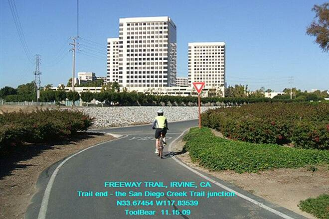 Freeway Trail FREEWAY TRAIL, IRVINE, CA Trail End West - San Diego Creek Trail junction