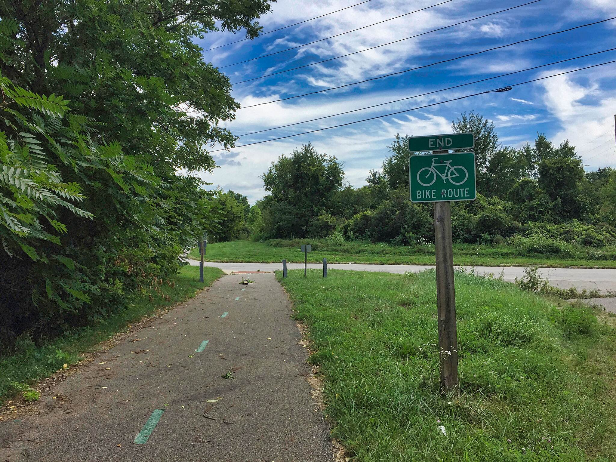Garrett Wonders Bike Trail Garrett Wonders Trail Southern Terminus 2017 Here is the current southern end of the Garrett Wonders Bike Trail at the corner of Burton Street, SE and Thomas Road, SE in Warren, Ohio.  This trail could be connected to the Niles Greenway.  July 29, 2017.