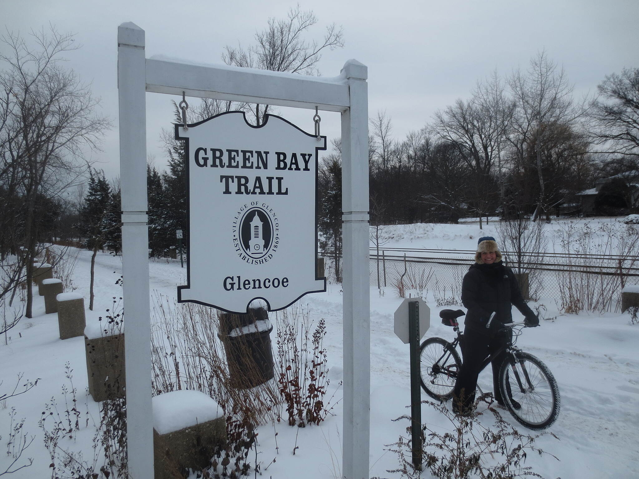 Green Bay Trail Green Bay Trail (Glencoe, IL) Despite the frigid 14° temps, Chicago's Polka Circle Bicycle Club continues to embark on weekly Sunday rides. Pictured here on the Green Bay Trail where any number of on-road side trips provide for beachfront views of the lake.