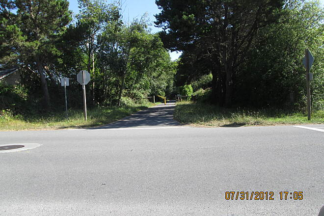 Hammond Trail Onward from Hiller Park The trail continues south from the park crossing Hiller road. This trail section is more urban.