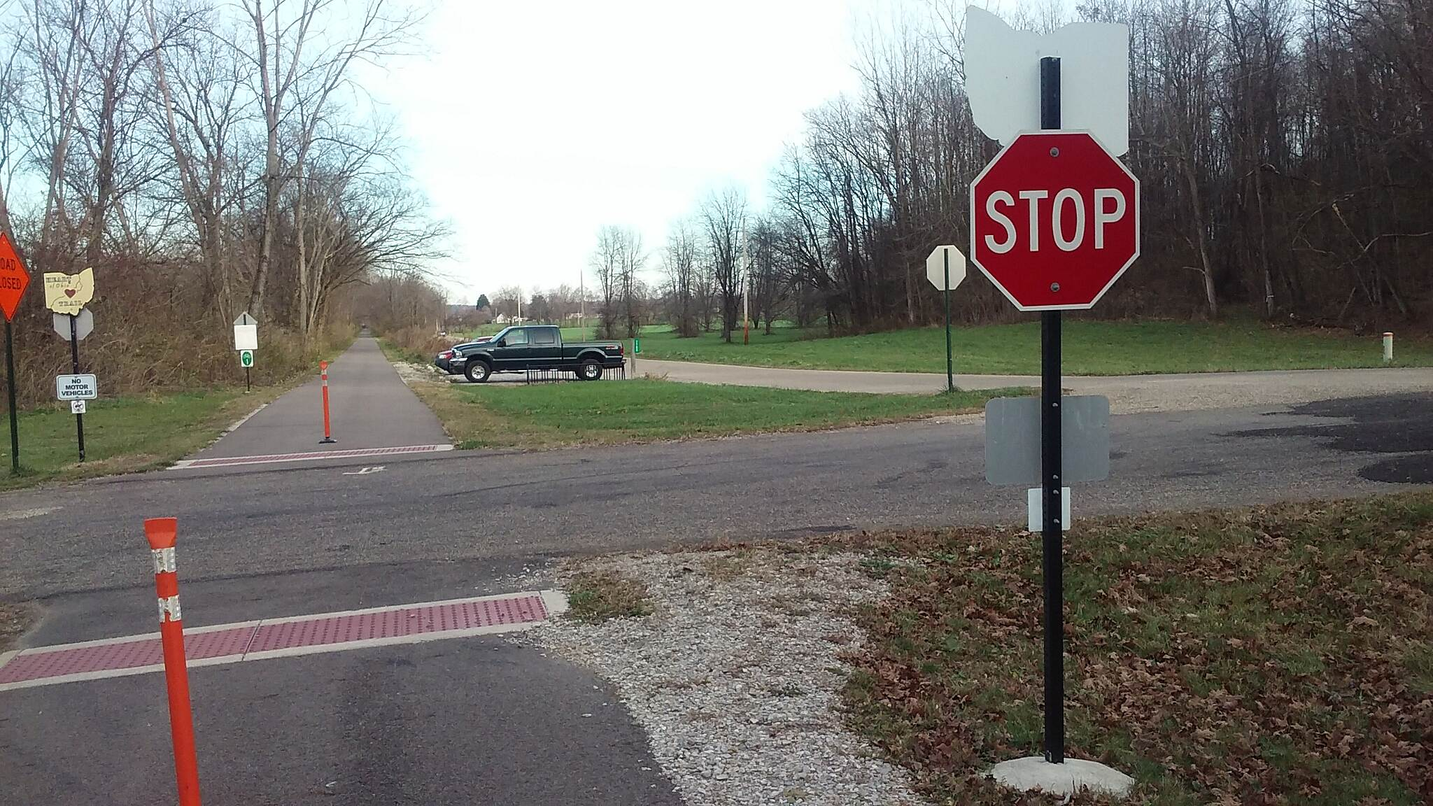 Heart of Ohio Trail Northbound November 2015 Parking lot at Thayer and Henry Roads