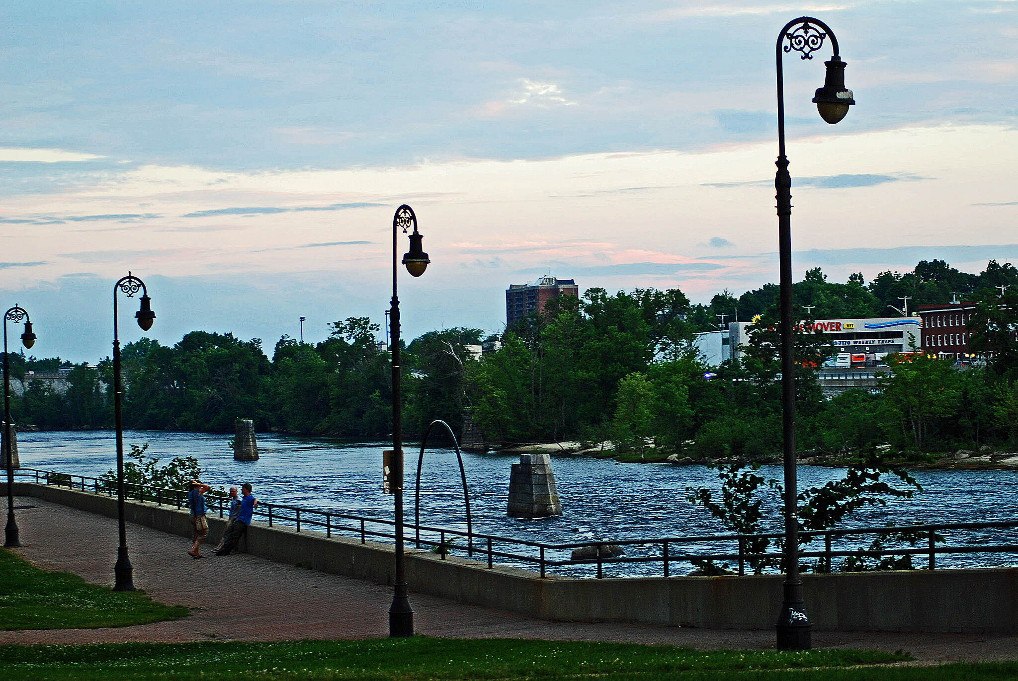 Heritage Trail (Manchester) Along the River Walk in Arms Park A view of the Merrimack River from Arms Park.