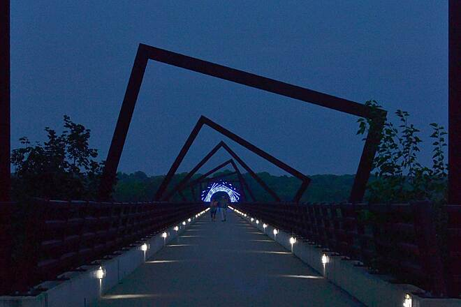 High Trestle Trail Hi-Trestle West Entry From west side, walkers on the bridge.