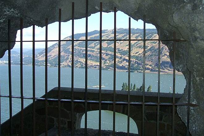 Historic Columbia River Highway State Trail HCRH - MOSIER TUNNELS SECTION A tunnel adit for waste rock - eastern tunnel