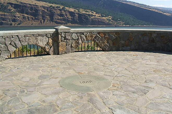 Historic Columbia River Highway State Trail HCRH - MOSIER TUNNELS SECTION Eastern viewpoint just beyond tunnels