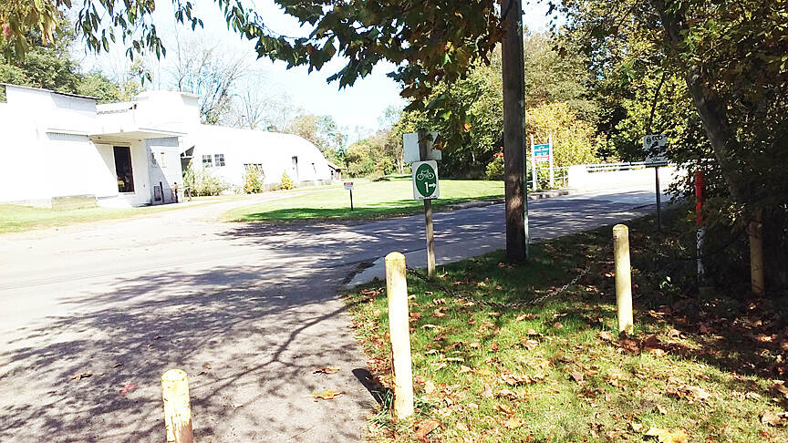 Holmes County Trail Northbound Oct 2016 North end Fredericksburg trailhead, Ohio to Erie Trail on road continues on W Clay St at right