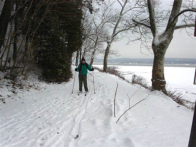 Hook Mountain/Nyack Beach Bikeway Cross Country Skiing Views of the ice in the river.