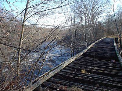 Hop River State Park Trail Hop River Bridge This is the Hop River Bridge near Willimantic at Kings Road. It's an unimproved bridge as of Nov. 2004. It looks like you could walk over it, but I went around :>)