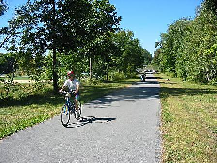Hudson Valley Rail Trail Hudson Valley Rail Trail A bicyclist heading east from the trailhead at Tony Williams Park.