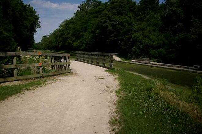 Illinois & Michigan Canal State Trail A View Along The I&M Canal
