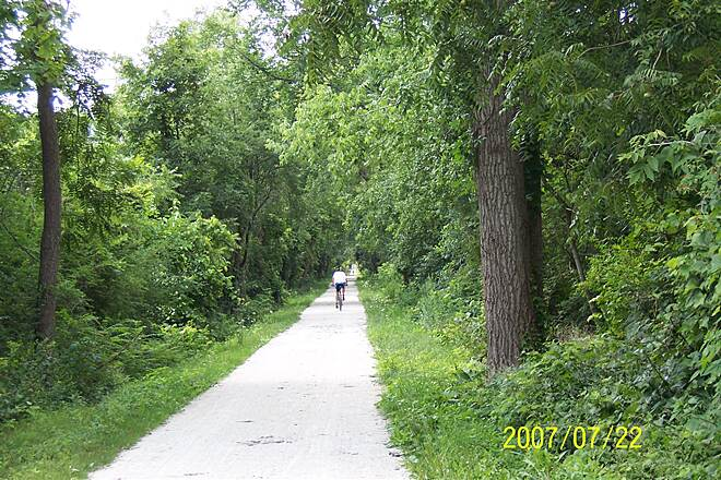 Illinois Prairie Path   IPP Elgin branch near Wayne