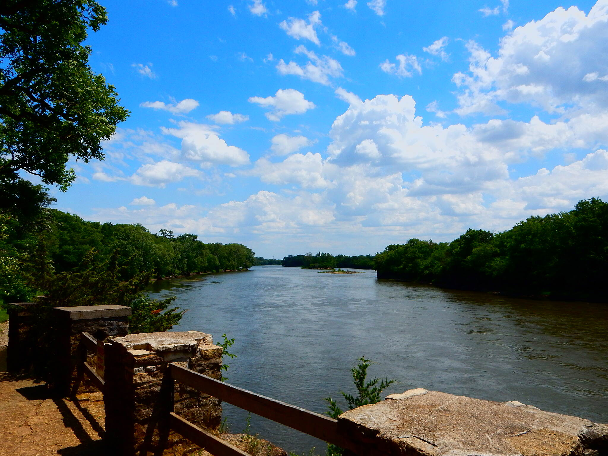 Kankakee River Trail Beautiful vistas This is the viewing platform right next to the trail, as it passes through the State Park. Taken 6-9-17.