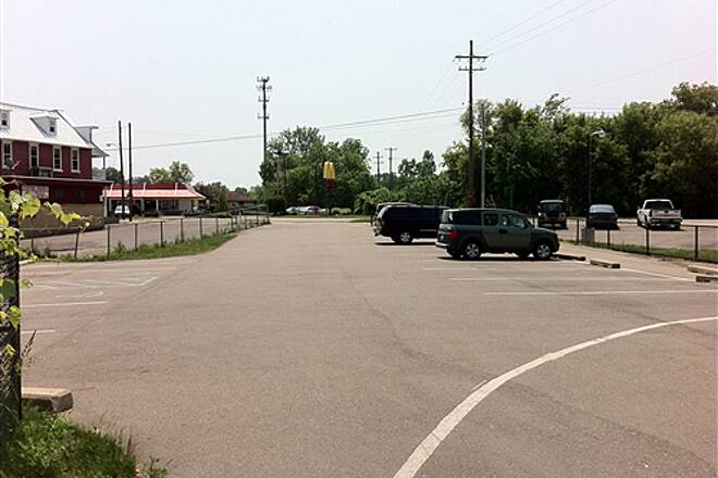 Kent Trails Kent Trails - 84th St. Trail Head Parking Look South from Trail