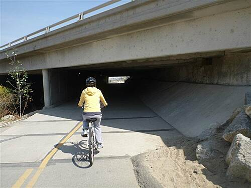 Kern River Parkway Trail   under CA 99 fwy