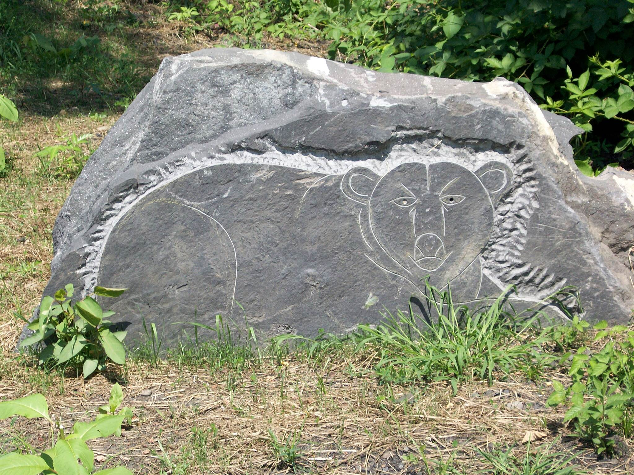Lackawanna River Heritage Trail bear bear carving on taylor section of trail