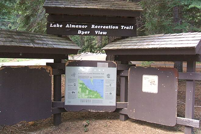 Lake Almanor Recreation Trail LAKE ALMANOR RECREATION TRAIL Dyer View TH info kiosk