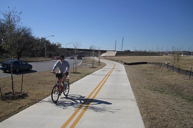 Lance Armstrong Bikeway (Crosstown Greenway)   Texas Trails