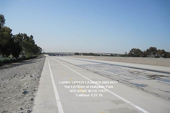 Los Angeles River Trail LARIO:  LOWER RIO HONDO BIKEWAY The LA River Trail at Hollydale.  Looks like good riding.