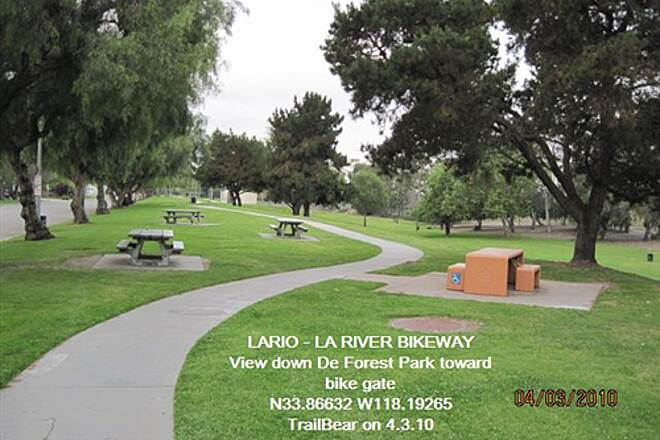 Los Angeles River Trail LARIO - LA River Bikeway Section View down the park.