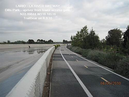 Los Angeles River Trail LARIO - LA River Bikeway Section Dills Park - view upriver from lower access point.