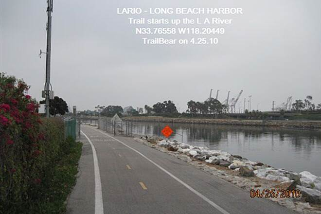 Los Angeles River Trail LARIO TRAIL - BOTTOM SECTION The trail starts up the river