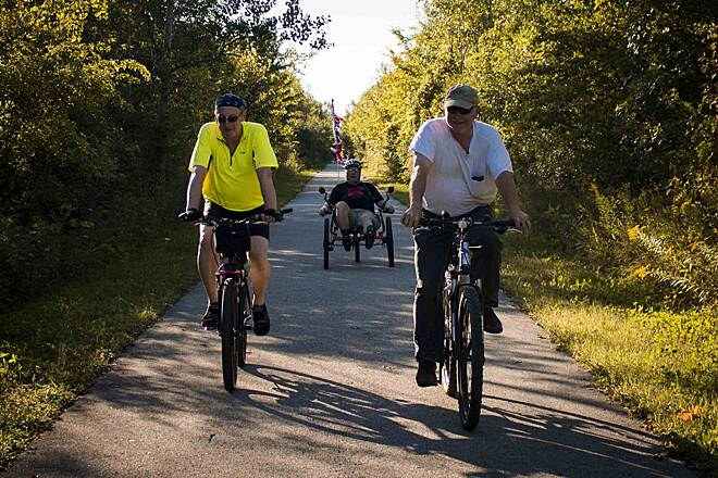 Macomb Orchard Trail Farmada Freeriders Group ride on a beautiful afternoon on the Macomb Orchard Trail
