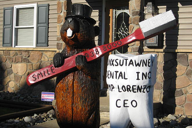 Mahoning Shadow Trail Punxsutawney Phil  Punxsutawney Phil seems to have many jobs: here he is a dentist; he is also a pizza maker at Laskas Tavern!