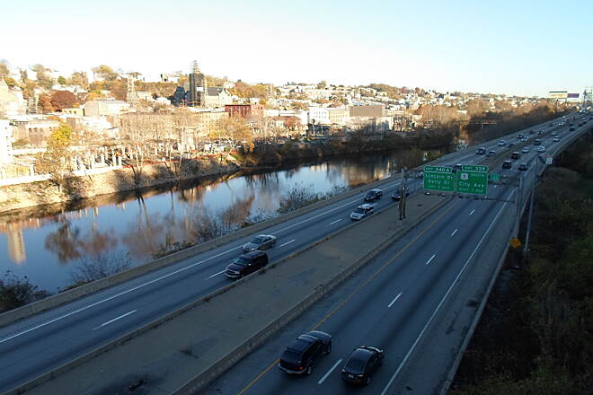 Manayunk Bridge Trail Manayunk Bridge Trail View of the Schuylkill River and Expressway, side by side, as seen from the bridge. Taken Nov. 2015.