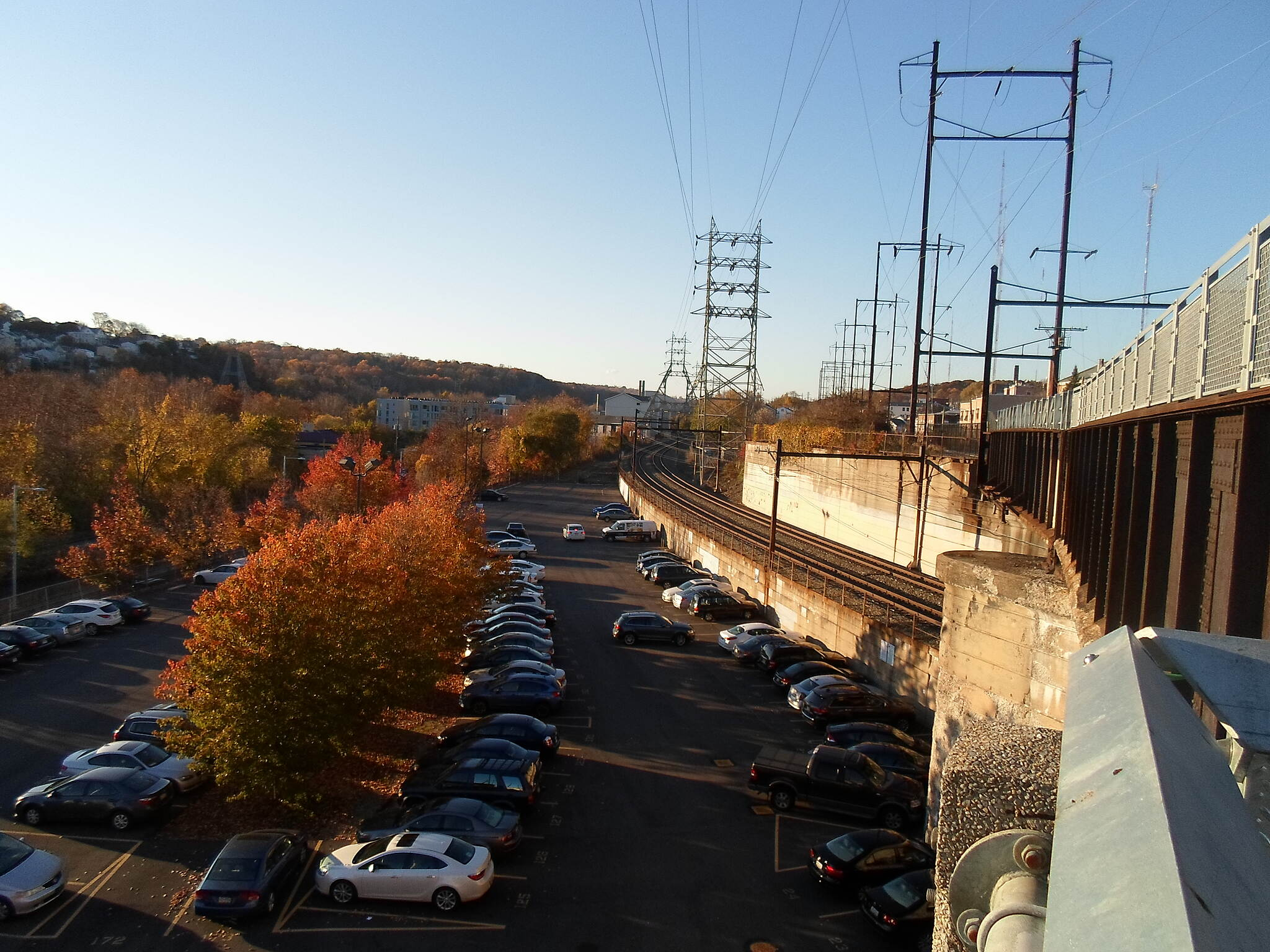 Manayunk Bridge Trail Manayunk Bridge Trail View out the west side of trestle near the northern approach in Manayunk. The active Norfolk Southern/SEPTA line can be seen on the left. Taken Nov. 2015.