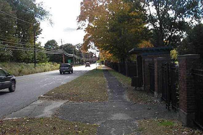 Mass Central Rail Trail Short section of side walk at start You can however loop down into the park to avoid