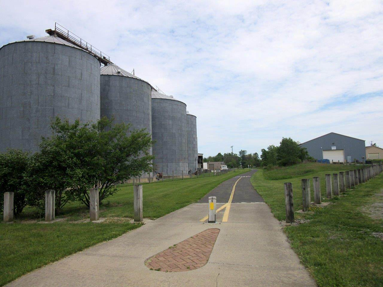 MetroParks Bikeway Silos Silos along the trail - May 2015