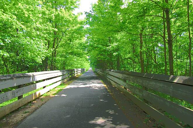 MetroParks Bikeway Trail Along the trail - May 2015