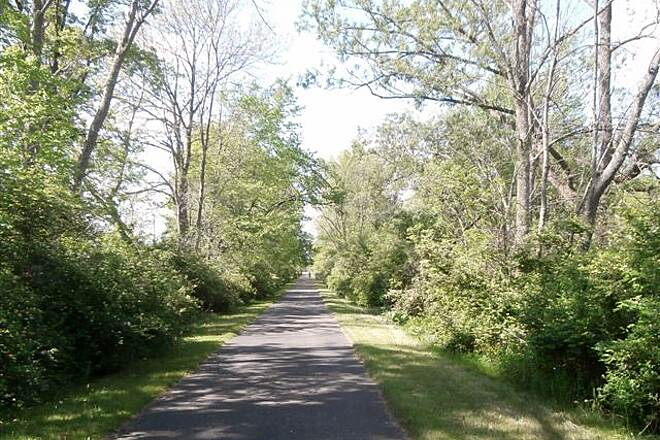 MetroParks Bikeway Trail End Trail end at Western Reserve Road-May, 2014