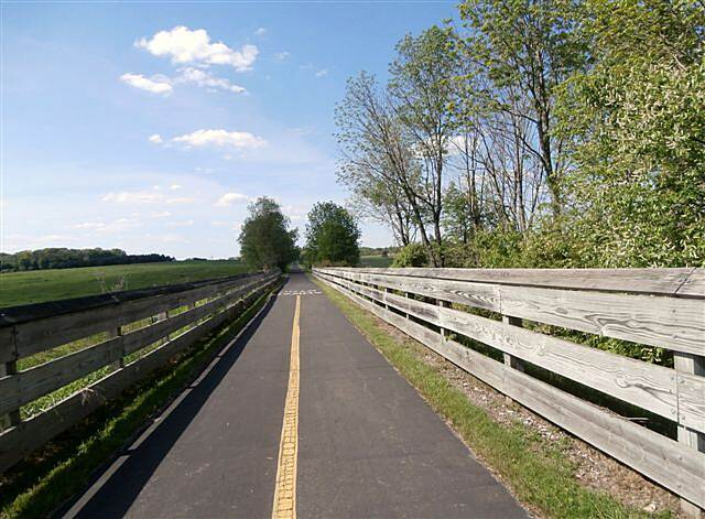 MetroParks Bikeway near the end near the end near Western Reserve Road-May, 2014