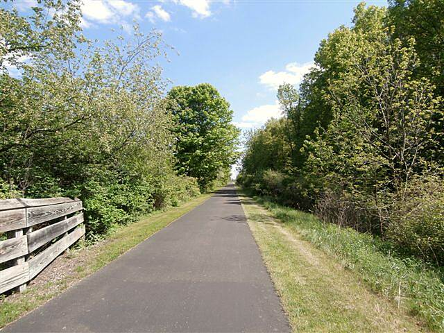 MetroParks Bikeway Trail along the trail-May 2014