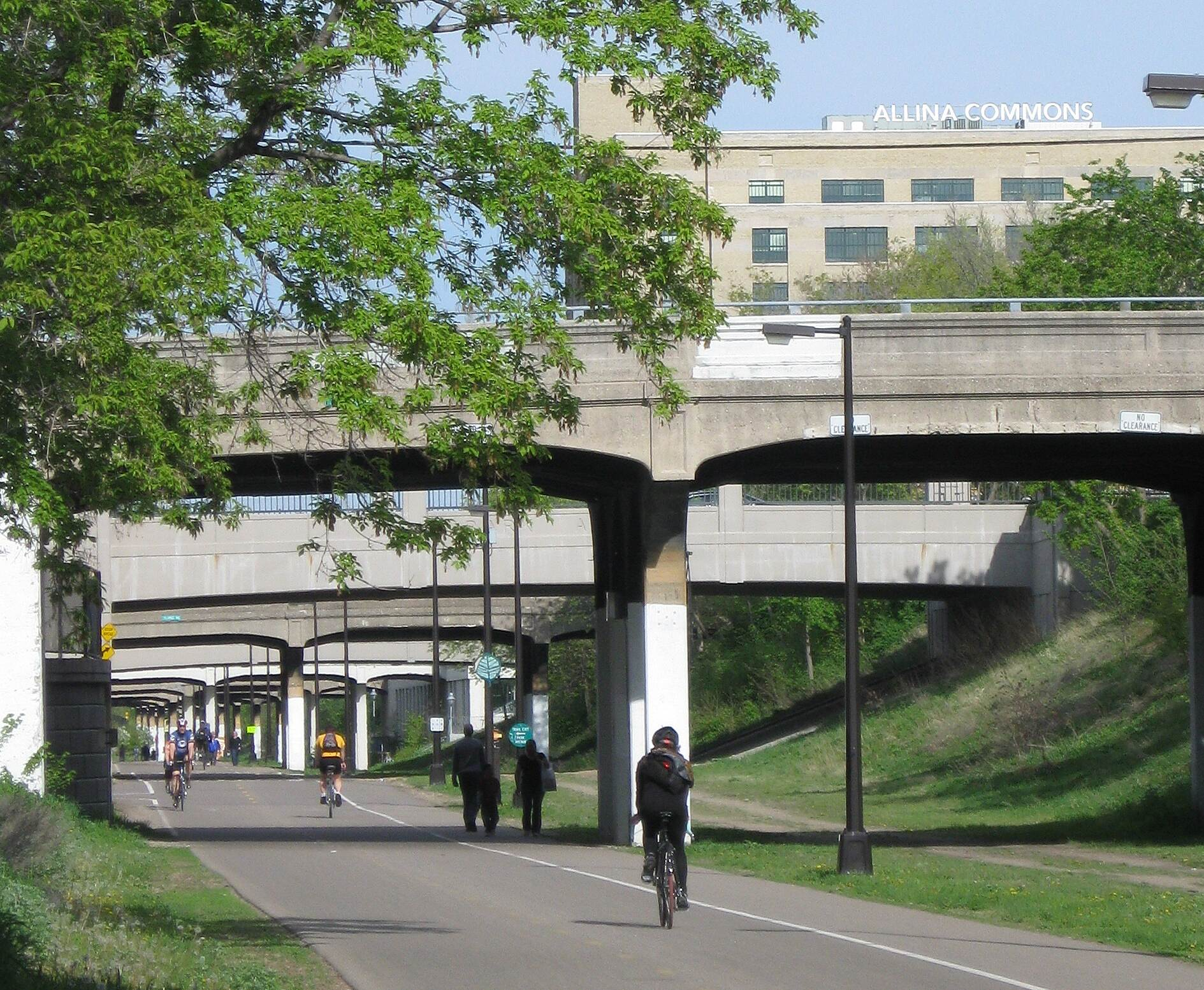 Midtown Greenway (MN) The trail near Chicago Avenue Photo courtesy Midtown Greenway Coalition