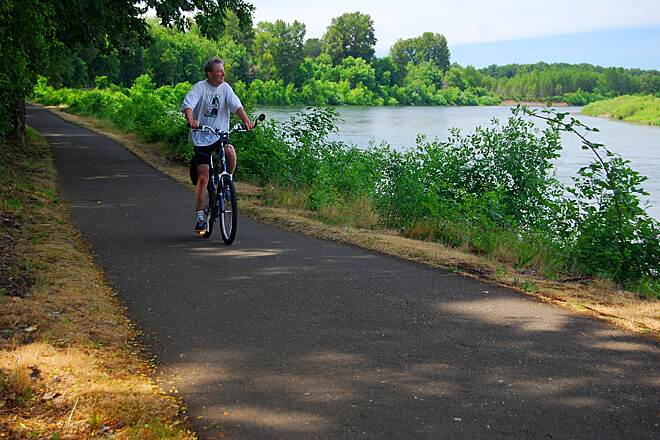 Minto-Brown Island Park Paved Path on the Minto-Brown Path a beautiful view of the Willamette River riding on the Minto-Brown