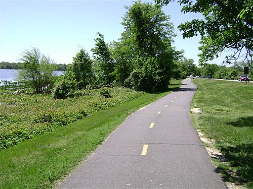 Mount Vernon Trail Mt Vernon Trail Along the GW Parkway in Alexandria