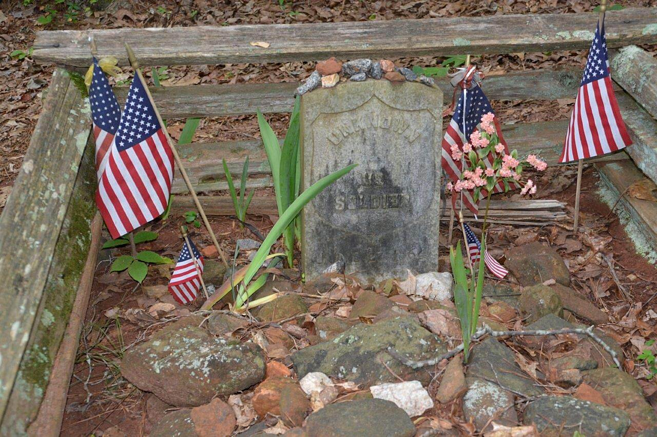 Mountain-to-River Trail Unknown Soldier Grave Photo credit: Kennesaw Mountain NBP and Kennesaw Mountain Trail Club