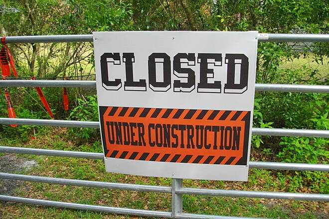 Nature Coast State Trail Suwannee River Bridge Work The Suwannee River rail road bridge from Gilchrist to Dixie county is under repair at the moment.The trail is posted 'Closed' but the gates on the bridge and on the trail itself are open, for now!