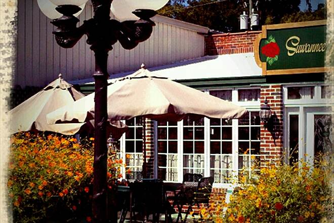 Nature Coast State Trail Suwannee Rose Cafe Cute cafe in Trenton next to the depot.