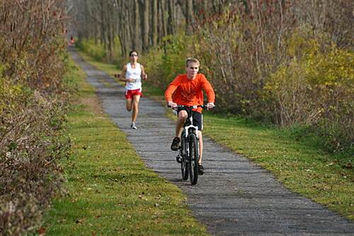 Nor-Bath Trail Fallen Leaves Run Lead biker and runner in Fallen Leaves 7k Run