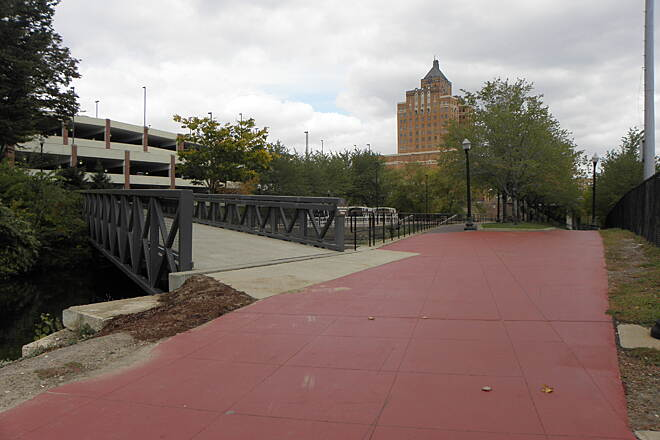 Ohio & Erie Canal Towpath Trail Parting of the ways in downtown Akron Going northbound take the bridge to the left over the canal to stay on the main trail. The Canal Park Walkway on the right goes to Lock 3 Park.