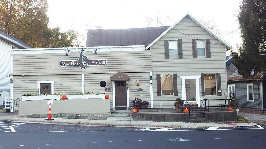 Ohio to Erie Trail Galena Nov 2016 Mudflats Bar & Grill in Galena