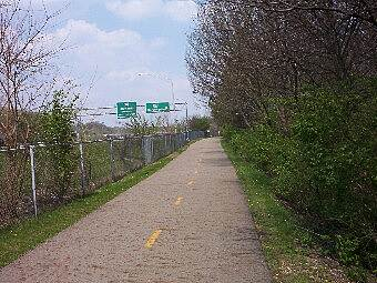 Olentangy Trail Trail Along SR 315 Heading towards north before the SR 161 exit