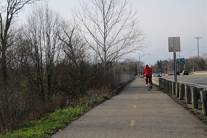Olentangy Trail Olentangy Greenway Trail (Olentangy/Scioto Greenways) Crossing the river on Rt 161 bridge (Bike path)