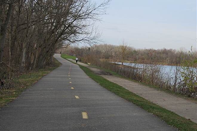 Olentangy Trail Olentangy Greenway Trail (Olentangy/Scioto Greenways) By the lake at Antrium park