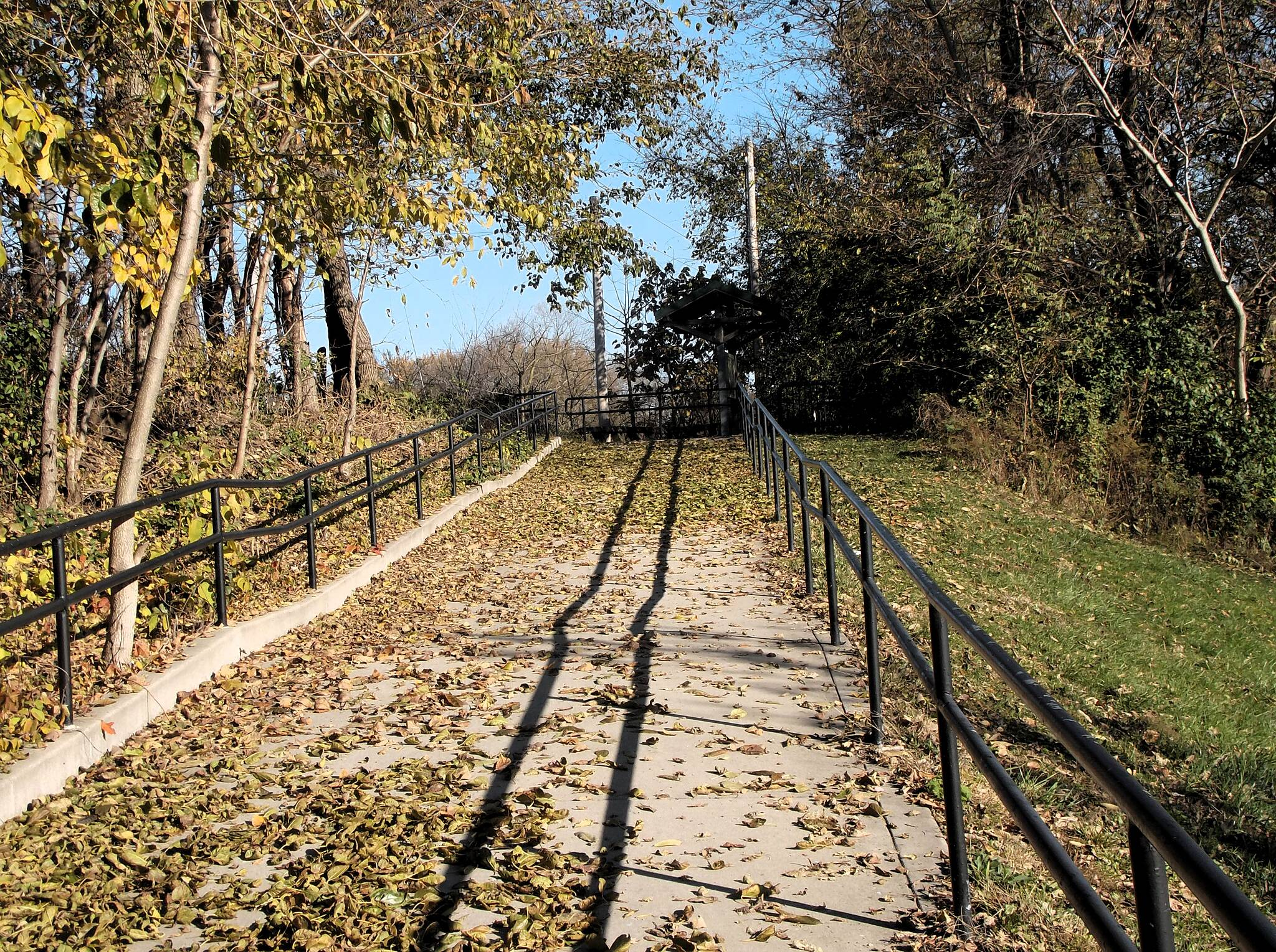 Ottawa Riverwalk Ascent to Canal Trail Long miles of great trail ahead, along the old I&M Canal